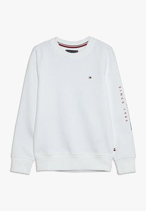 FLAGS INTERLOCK CREW - Sweater - white