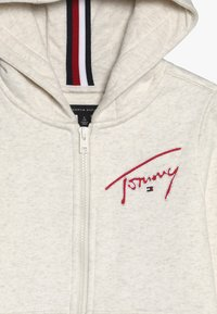 Tommy Hilfiger - ESSENTIAL SIGNATURE HOODED ZIP - Mikina na zip - off-white - 4