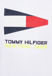 Tommy Hilfiger - SAILING FLAG GRAPHIC - Mikina - white - 2