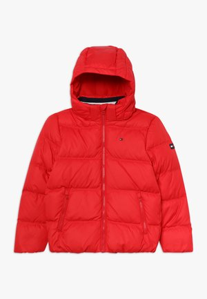 ESSENTIALS JACKET - Bunda z prachového peří - red