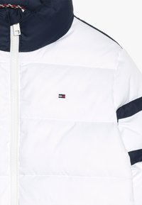Tommy Hilfiger - PADDED COLOUR BLOCK PUFFER - Winter jacket - white - 3