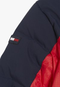 Tommy Hilfiger - MIXED POPOVER JACKET - Winterjas - red - 3