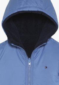 Tommy Hilfiger - REVERSIBLE JACKET - Zimní bunda - blue - 3