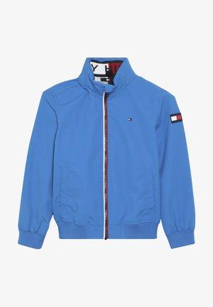 ESSENTIAL JACKET - Lehká bunda - blue