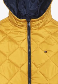 Tommy Hilfiger - REVERSIBLE QUILTED HOODED BOMBER - Jas - blue - 5