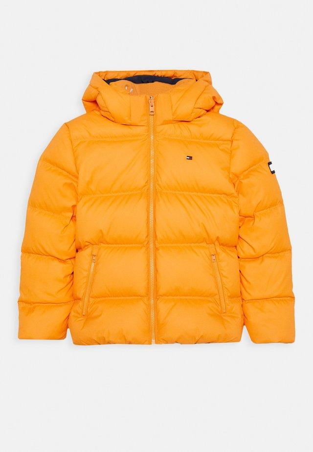 ESSENTIAL JACKET - Winterjas - orange