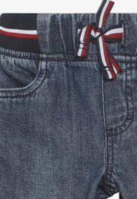 Tommy Hilfiger - BABY PANTS - Relaxed fit jeans - denim - 3