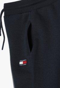 Tommy Hilfiger - UNISEX FLAG  - Træningsbukser - navy blazer - 3