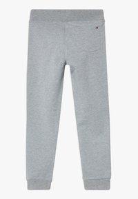 Tommy Hilfiger - ESSENTIAL  - Pantalon de survêtement - grey - 1
