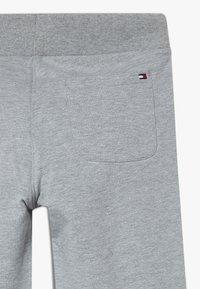 Tommy Hilfiger - ESSENTIAL  - Pantalon de survêtement - grey - 2