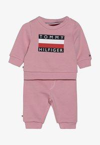 Tommy Hilfiger - BABY TRACKSUIT SET - Trainingspak - pink - 5