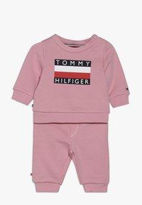 Tommy Hilfiger - BABY TRACKSUIT SET - Trainingspak - pink - 0