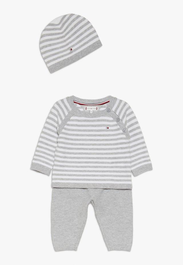 BABY STRIPE GIFTBOX - Geboortegeschenk - grey
