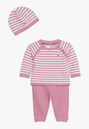 BABY STRIPE GIFTBOX - Baby gifts - pink