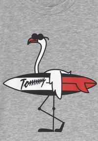 Tommy Hilfiger - BABY FLAMINGO - T-shirt print - grey - 3