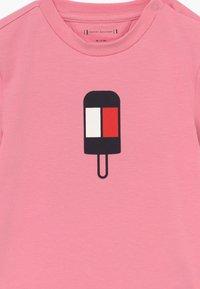 Tommy Hilfiger - BABY FLAMINGO - Camiseta estampada - pink - 3