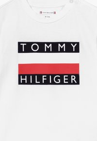 Tommy Hilfiger - BABY FLAG  - T-shirt con stampa - white - 3