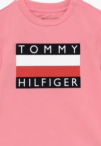 Tommy Hilfiger - BABY FLAG  - Printtipaita - pink - 3