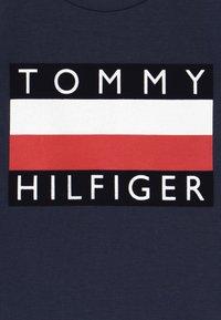 Tommy Hilfiger - BABY FLAG  - Triko spotiskem - blue - 3