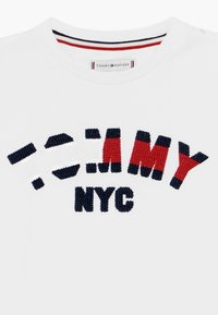 Tommy Hilfiger - GRAPHIC  - Camiseta estampada - white - 3
