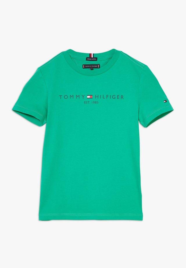 ESSENTIAL TEE - Camiseta estampada - green