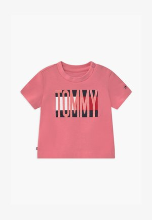 BABY FLAG TEE - T-shirt z nadrukiem - pink