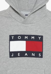 Tommy Hilfiger - UNISEX FLAG HOODIE - Hoodie - light grey heather - 4