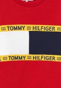 Tommy Hilfiger - FLAG CREW  - Sweatshirt - red - 3