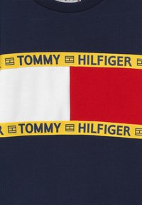 Tommy Hilfiger - FLAG CREW  - Sweatshirt - blue - 3