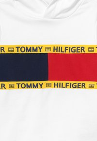 Tommy Hilfiger - FLAG CREW HOODY - Jersey con capucha - white - 3
