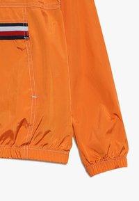Tommy Hilfiger - POP OVER - Lehká bunda - orange - 3