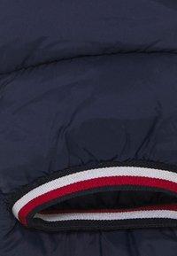 Tommy Hilfiger - BABY FLAG SKISUIT - Skipak - blue - 3
