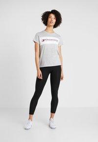Tommy Sport - LOGO DRIVER TEE  - Camiseta estampada - grey - 1