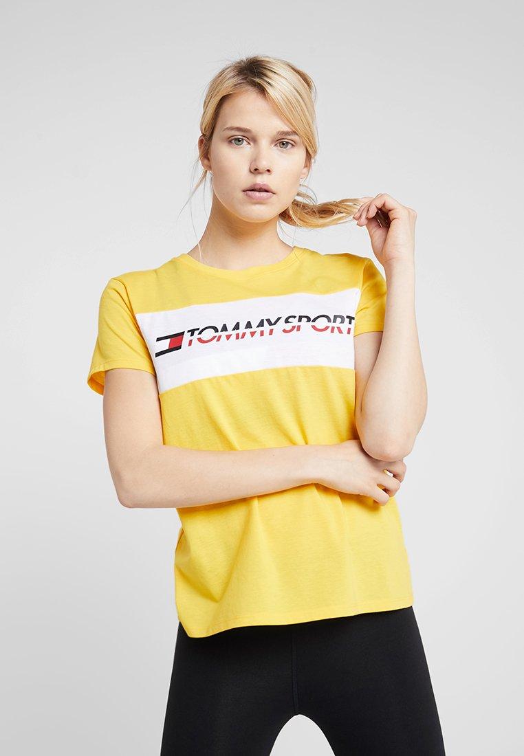 Tommy Sport - LOGO DRIVER TEE  - Camiseta estampada - lemon chrome