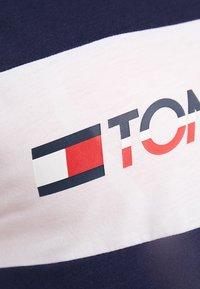 Tommy Sport - LOGO DRIVER TEE  - T-shirt imprimé - sport navy - 5