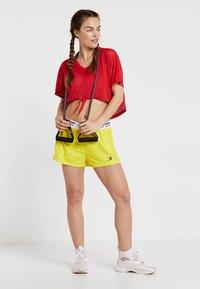 Tommy Sport - Korte broeken - blazing yellow - 1