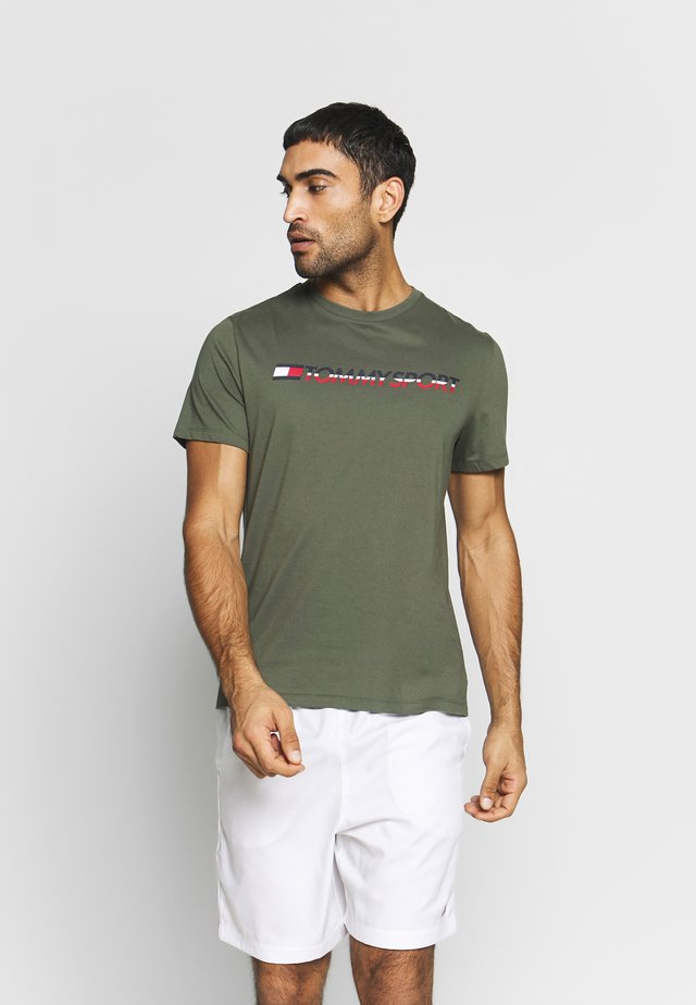 LOGO CHEST - T-shirt med print - green