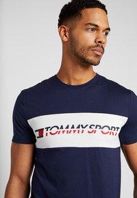 Tommy Sport - LOGO DRIVER - T-shirt imprimé - navy - 4