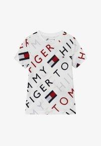 Tommy Hilfiger - SPORTS LOGO TEE - T-shirt med print - white - 2
