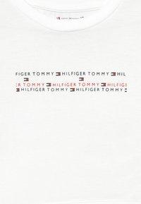 Tommy Hilfiger - SPORT BOXY LOGO TEE - Triko spotiskem - white - 3