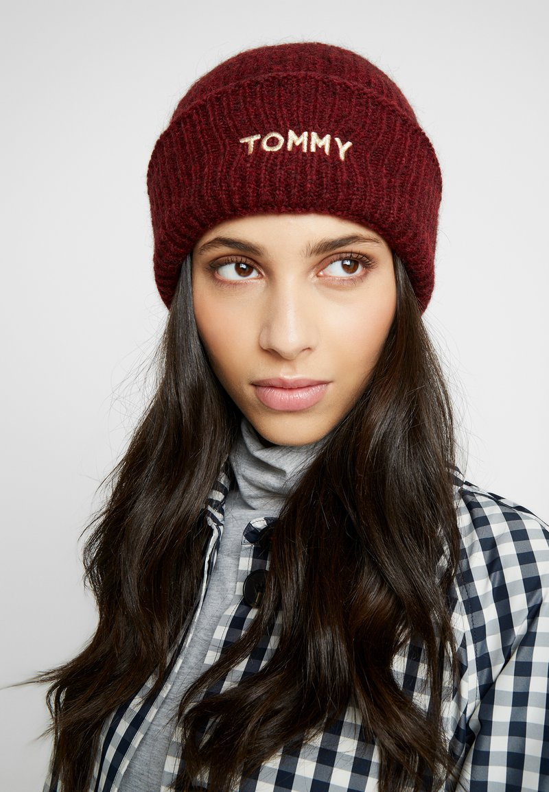 Tommy Hilfiger - EFFORTLESS BEANIE - Čepice - red