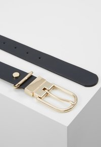 Tommy Hilfiger - NEW FANCY REVERSIBLE BELT - Belte - blue - 3