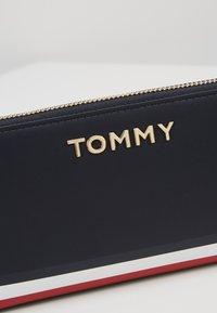 Tommy Hilfiger - CORPORATE  - Portefeuille - blue - 2