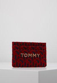 Tommy Hilfiger - ICONIC HOLDER - Peněženka - red - 0