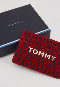 Tommy Hilfiger - ICONIC HOLDER - Peněženka - red - 2