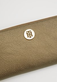 Tommy Hilfiger - CORE - Portefeuille - gold - 2