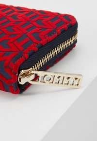 Tommy Hilfiger - ICONIC - Wallet - red - 2
