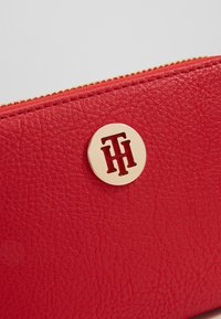 Tommy Hilfiger - TH CORE MED ZA - Wallet - red - 2
