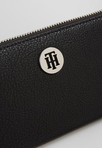 Tommy Hilfiger - THE CORE - Wallet - black - 2