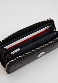 Tommy Hilfiger - THE CORE - Wallet - black - 5